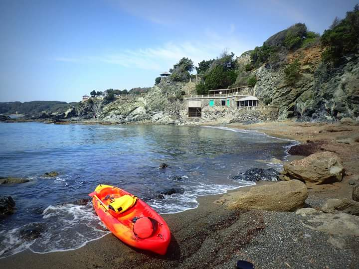 Kayaking between Quercianella and Castiglioncello